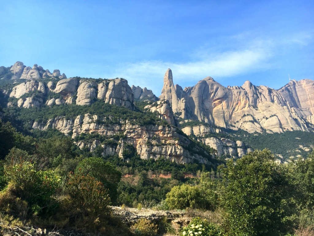 #Montserrat is one of the prettiest monasteries in #Spain I've ever visited, especially when you take into consideration the landscapes of the area. 1000 years of history, scenic views, gorgeous basilica... Visiting Montserrat from #Barcelona is a perfect day-trip idea!