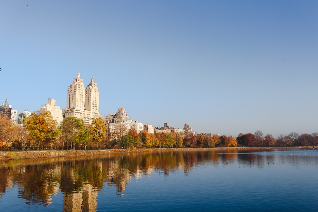 I love experiencing the seasons changing in the city of New York, but there's nothing like Autumn in New York. There are so many amazing things to experience in the city during the fall season!  #newyork #fall #colors #autumn #inspiration #ny #nyc #centralpark