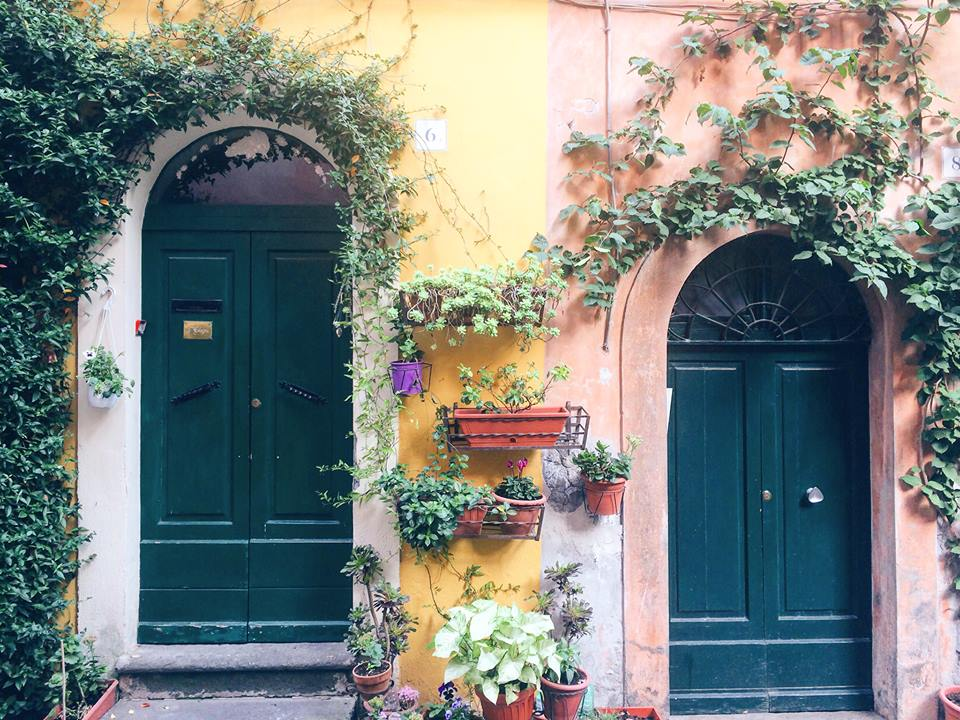Colorful doors in Italy - Expat Story