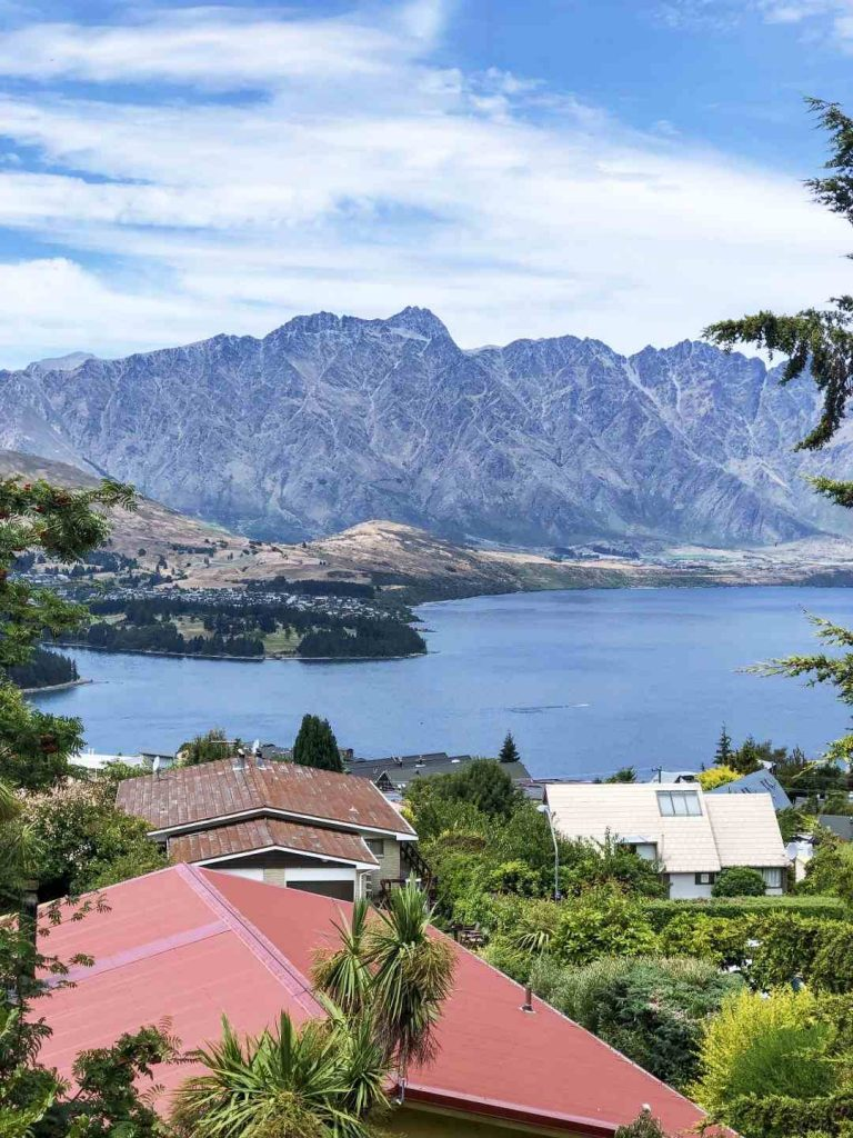 Rent an apartment with the view over Lake Wakatipu